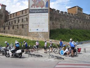 Photo: Castillo Templario de Ponferrada. Escoltados por la Policía Local y los Mountemplarios.