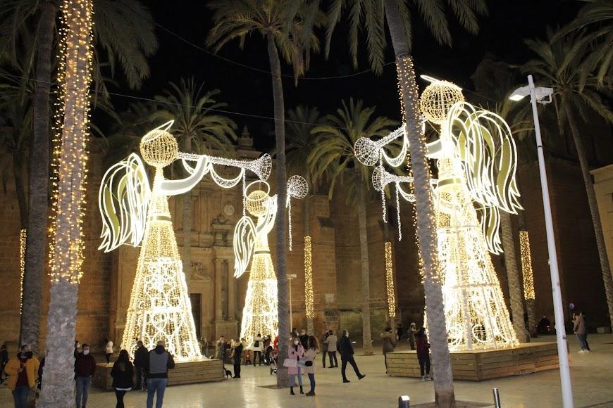 Iluminación navideña en la Plaza de la Catedral.