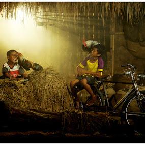 sahabat & ayamku by Iwan Phang - Babies & Children Children Candids