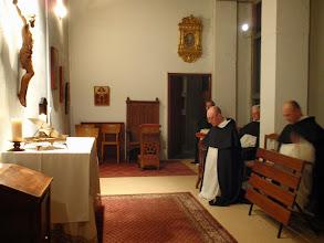 Photo: V postním večeru nechybí možnost společné modlitby růžence v kapli případně novény ke sv. Josefovi.