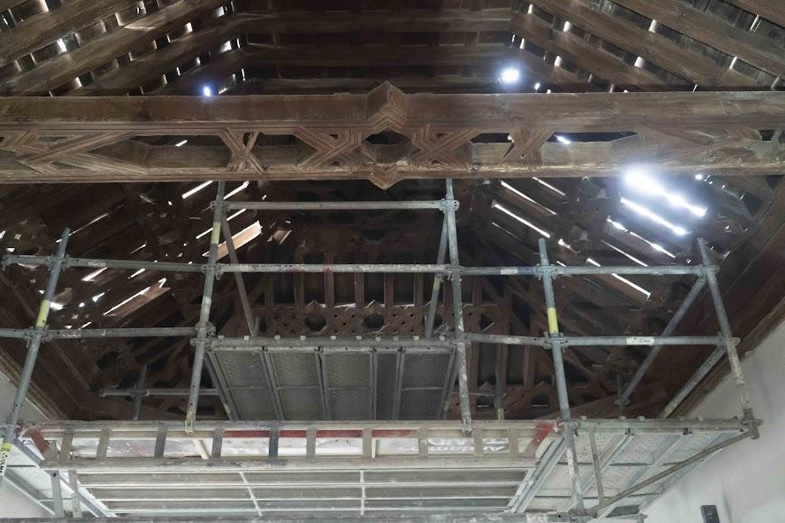 Andamios para la restauración del artesonado en su parte interior