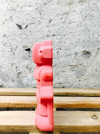 dcéo en béton avec figurine en forme de robot pour déco geek de la créatrice junny