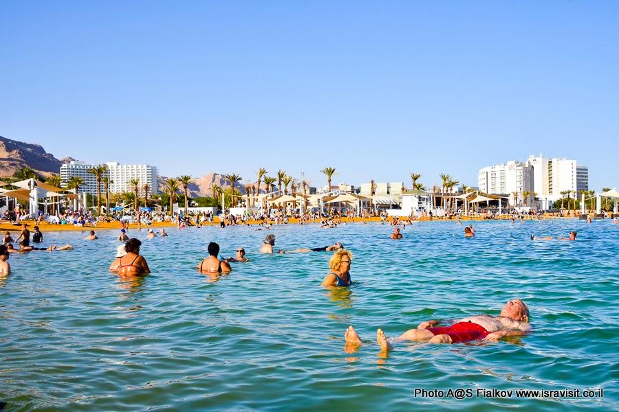 Отдых на Мертвом море в конце экскурсии по Иудейской пустыне.