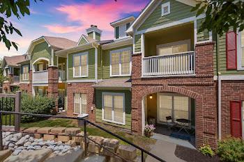 Go to Centennial Park Apartments website