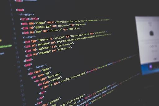 HTMLコードを編集している画面のイメージ