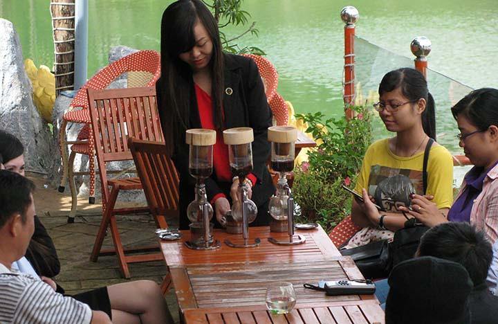PINI COFFEE - Cà Phê chồn và xe cổ - Dalat News