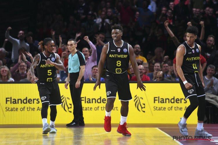 Voor het eerst in jaren zo'n boeiende titelstrijd: Antwerp en Oostende zij aan zij de finale in