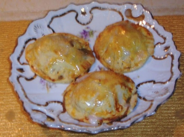I baked  these apple moon shape tarts yesterday   A JAP recipe from:...