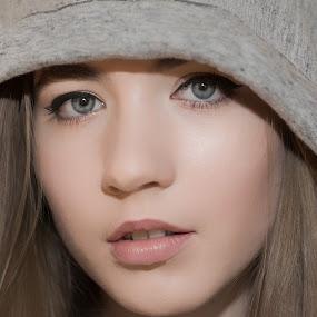 Iza by Grzegorz Wagner - People Portraits of Women ( face, model, white, piękno, biały, oczy, cute, young, pretty, portrait, eyes, iza, glamour, modelka, girl, wonder, wear, eye,  )