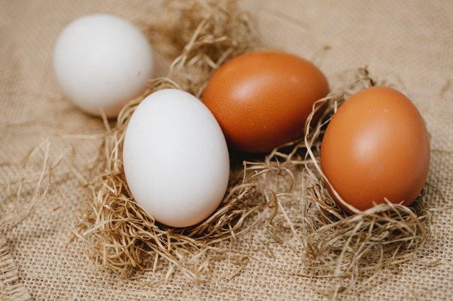 huevos bancos o marrones