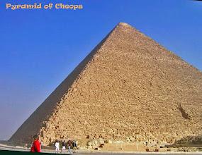 Photo: De brede piramide van Cheops