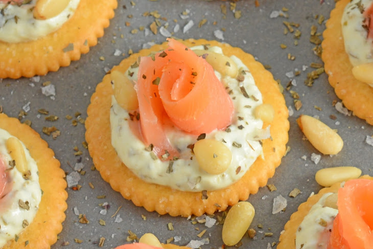 Smoked Salmon Pesto Crackers Recipe