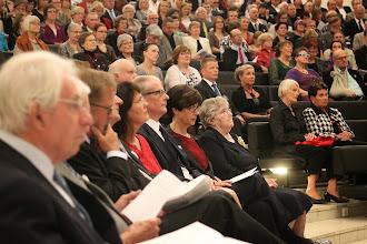 Photo: Yleisö hiljentyi kuuntelemaan Mieskuoro Eugan vaikuttavaa esitystä.