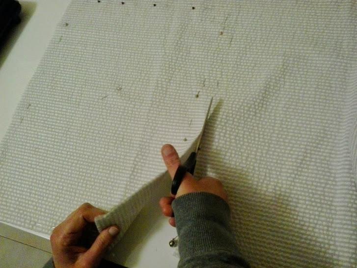 Ponemos alfileres en la tela y cortamos.