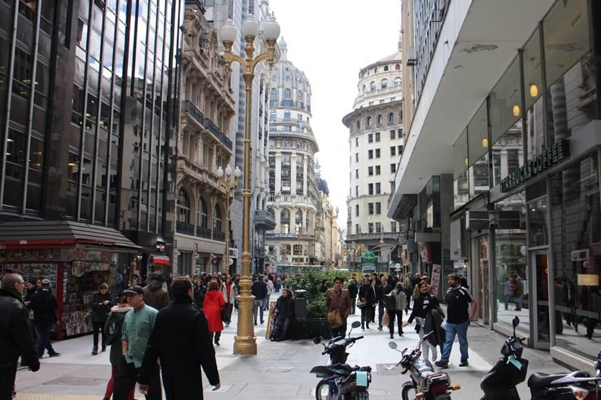 Descrição: http://upload.wikimedia.org/wikipedia/commons/8/8e/Calle_Florida,_Buenos_Aires.jpg