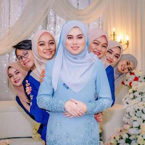 Bridesmaids  by Llurymhays Pwbs - Wedding Bride ( soulensa photography )