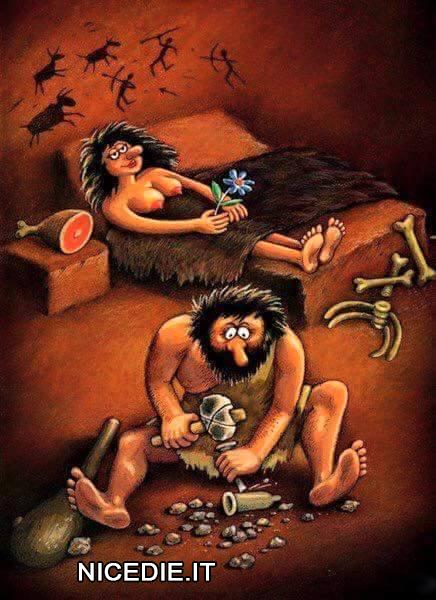 un uomo della caverne sta realizzando un preservativo con la pietra