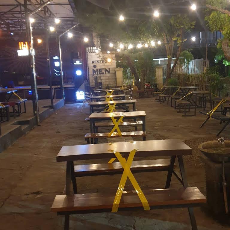 11 12 Beer Garden Bar