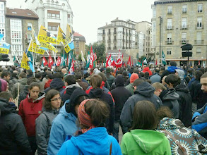 Photo: GASTEIZ Plaza jentez beteta