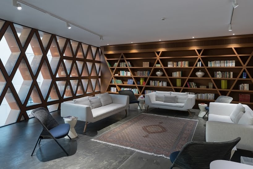 Biblioteca Khalifeyah por SeARCH