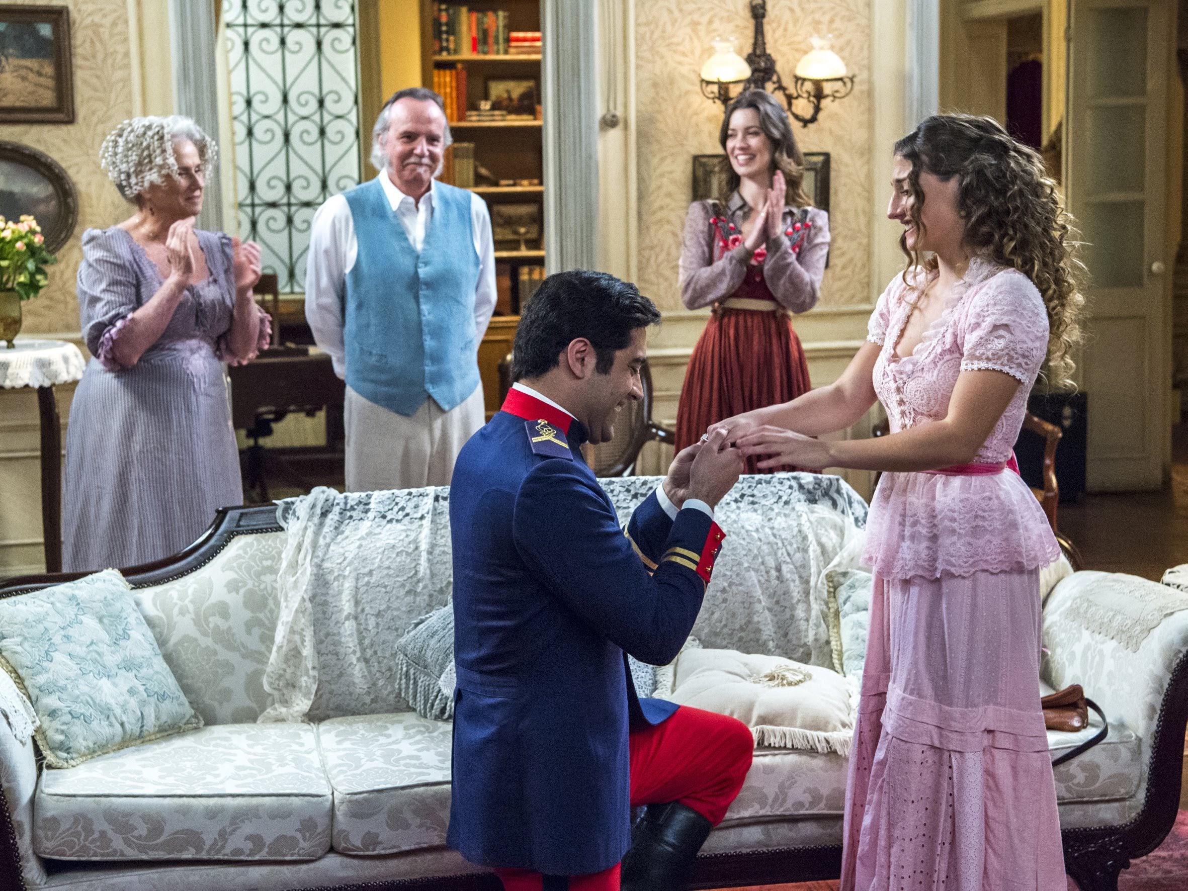 Randolfo é surprendido por Lídia que a pede em casamento