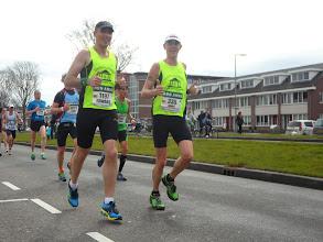Photo: Edward en Danny op 16km