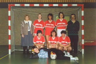 Photo: H.M.S.H. dames zaalvoetbal 1992
