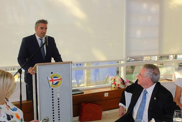Manuel Jesús Flores Malpica, alcalde de Viator, durante su intervención.