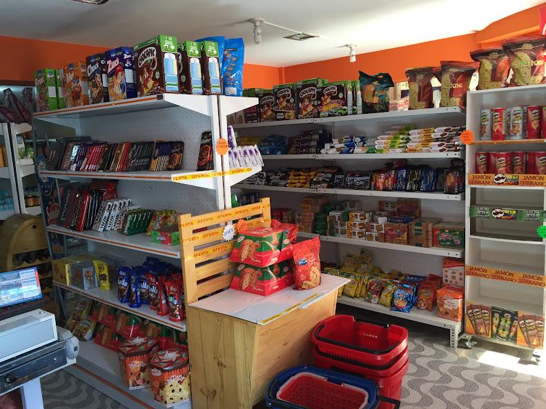 ウユニの街唯一のスーパーマーケットはコンビニみたい