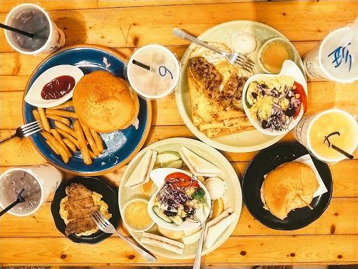 可以吃的非常飽 漢堡記得是110 還送一杯紅茶 非常推的一間早午餐❤️❤️