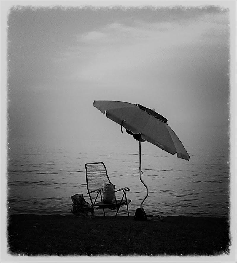 Anche il mare ha le sue solitudini di lunablu