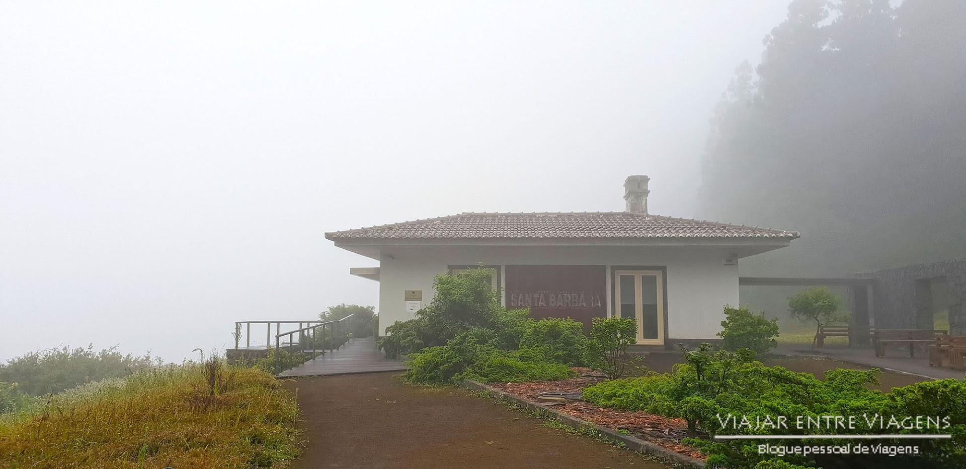 Visitar o Centro de Interpretação da Serra de Santa Bárbara, na ilha Terceira