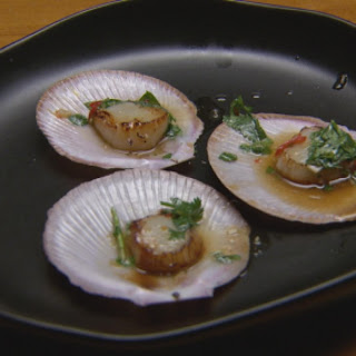 Grilled Scallops with Lemongrass and Mandarin Dressing
