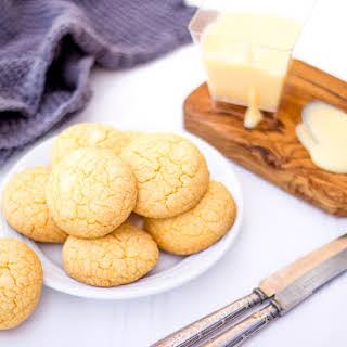 Custard & White Chocolate Cookies.