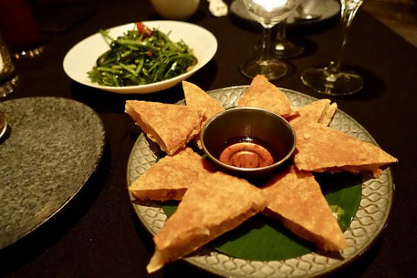 MUI MUI泰式餐廳,韓系質感裝潢 水晶吊燈 訂位 營業時間