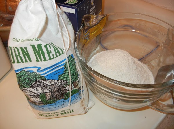 In a larger bowl, mix cornmeal, flour and salt.  Mix well.