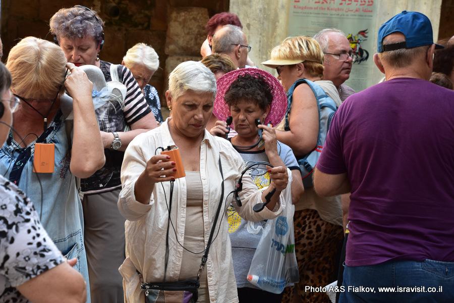 Получаем наушники в информационном центре археологического парка Акко. Экскурсия в Акко гида Светланы Фиалковой.