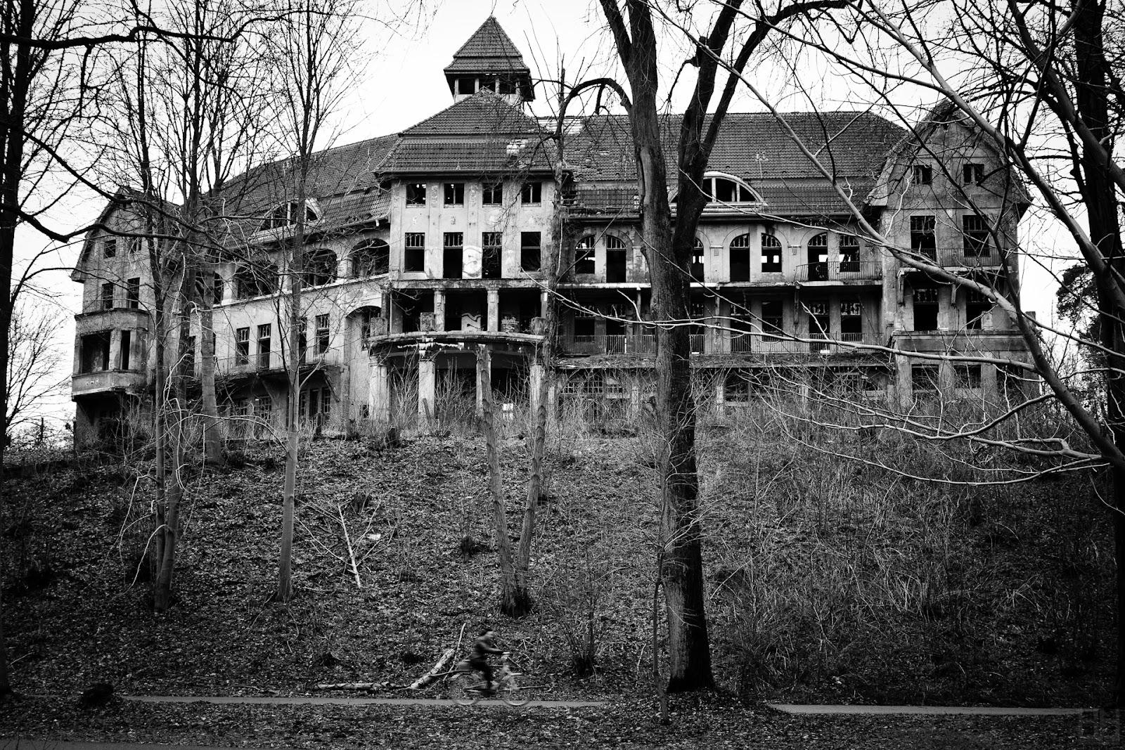 File:The Haunted House Das Geisterhaus (5360049608).jpg ...