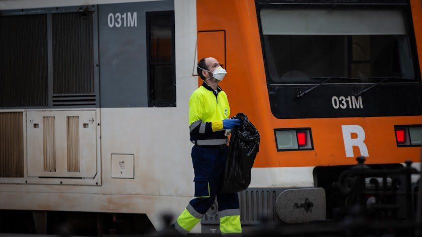 Un trabajador realizando sus tareas durante el estado de alarma.