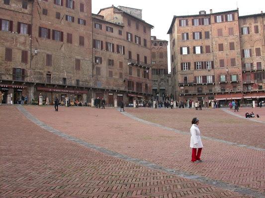 attraverso la piazza di rita18