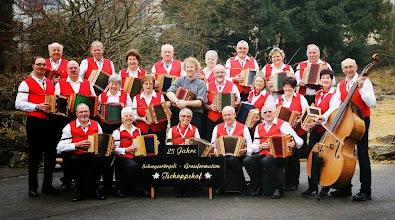 Photo: Die Schwyzerörgeli-Grossformation ist bereit für ihr Jubiläumsfest  25. Jahre SGF Tschoppehof am 1. Juni 2013 im Engelsaal in Liestal