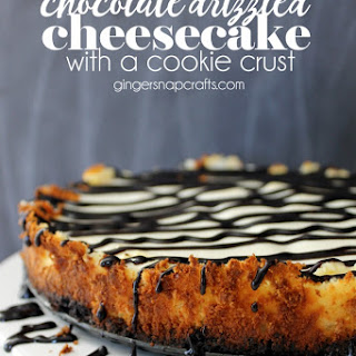 Chocolate Drizzled Cheesecake with a Cookie Crust {recipe}