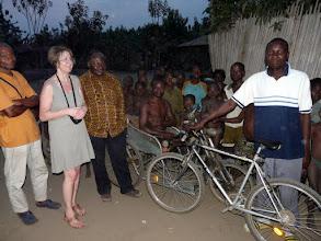 Photo: le soir à Athiémé, nous rencontrons Maxime, qui a reçu un vélo du CTM en juin