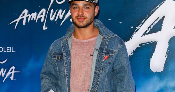 Adam Thomas 'to leave Emmerdale to become panto star'
