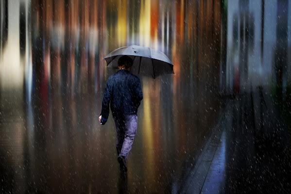 Walk out in the rain di Daniela Ghezzi