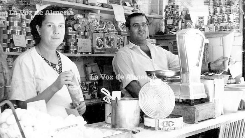 Paco González y Antonia Roque vivieron su época dorada en la Plaza de Abastos a comienzos de los años setenta.