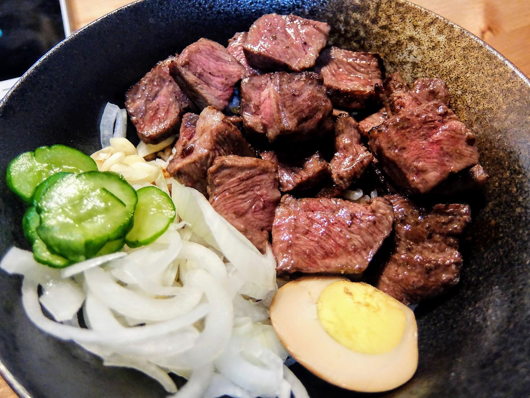 板腱牛肉蓋飯,跟剛剛的相同,只是肉不一樣而已