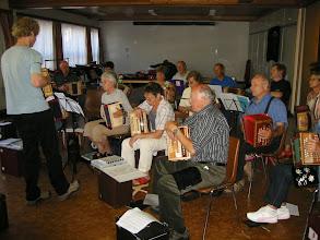 Photo: Hier im Gemeindesaal fand die alltägliche Musikstunde statt.
