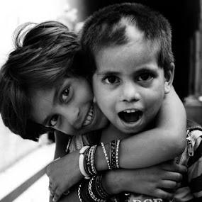 siblings by Ravi Shankar - Babies & Children Children Candids ( love, siblings )