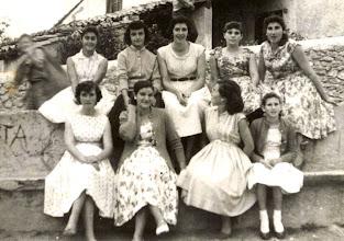 Photo: Mari Carmen (Vasca), Adela, Curra, Ica, Carmina. Abajo: Curra Longo, Fina, Toña, Trini.